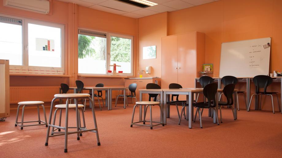 De openbare school in Maasbree, Limburg, die er pas na tien jaar kwam