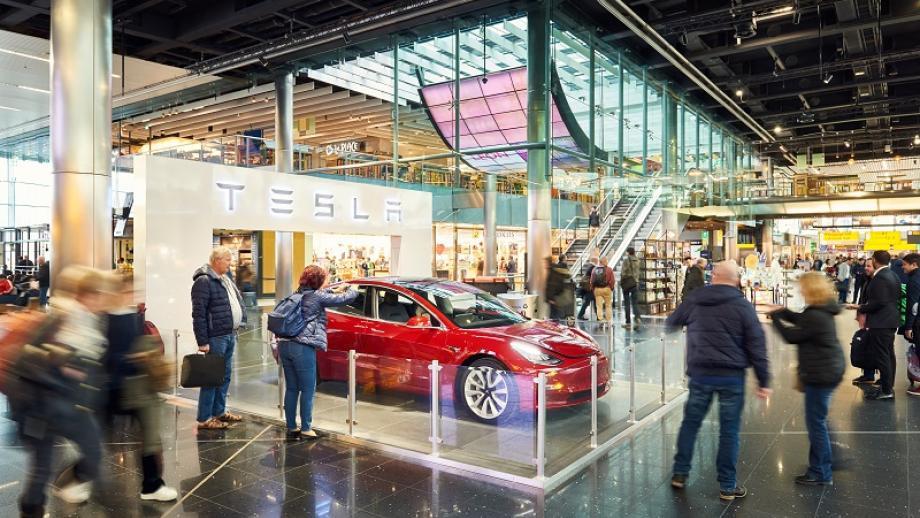 Tesla op Schiphol