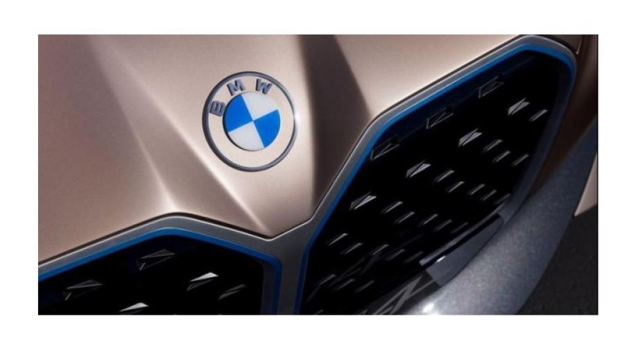Het logo op de BMW i4 concept