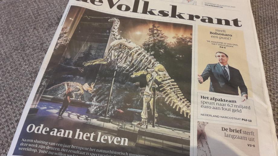 Maarten Keulemans' voorpaginastuk over Naturalis. Hij tweette deze forto rond met de tekst: 'Voorpaginaatje hoor. #prachtfoto'