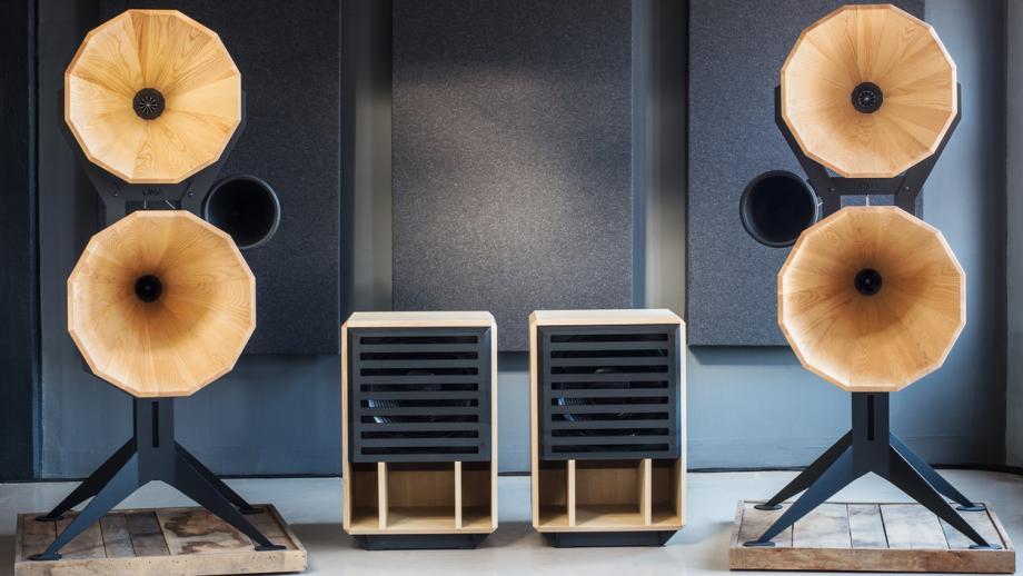 'Oswald Mill Audio maakt speakers, die geïnspireerd zijn op de conische speakers die in de jaren '30 van de vorige eeuw in filmtheaters stonden'