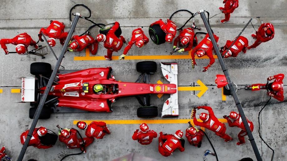 Ferrari-pitstop op het punt van losbarsten