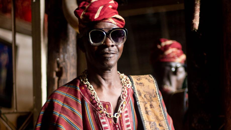 Het design is geïnspireerd door de Nigeriaanse en Afro-Cubaanse Yoruba-cultuur