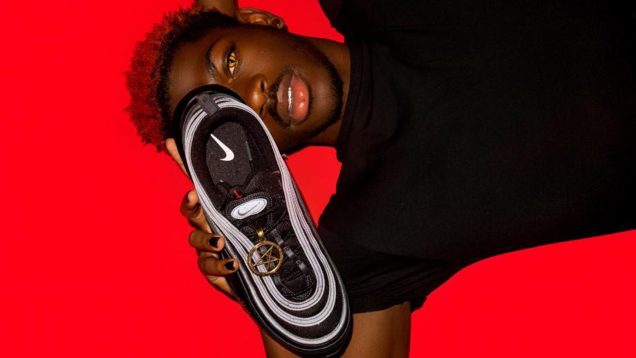 De 'duivelse' Nike sneaker met het bloed van Lil Nas X