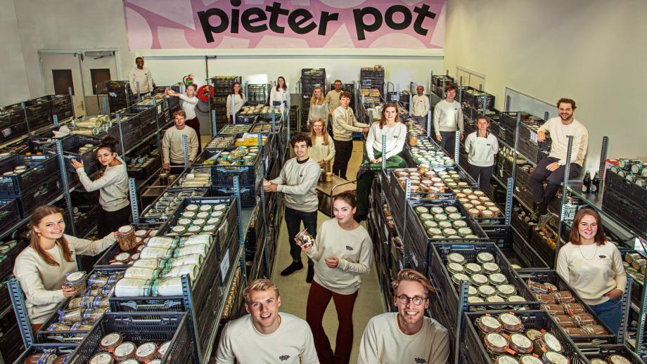 Team Pieter Pot met oprichter Martijn Bijmolt en Jouri Schoemaker (rechts) vooraan