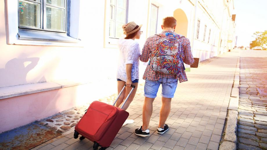 Rolkoffertjestoeristen, de schuld van Airbnb!