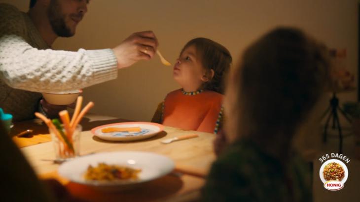 De influencer familie rukt op. Honig laat een Almeers gezin een jaar lang Instagrammen over pasta's en maaltijdmixen.