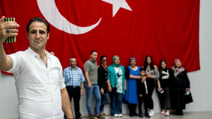 Familie-selfie na het stemmen voor de Turkse verkiezingen.