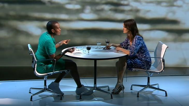Zomergast Romana Vrede en presentator Janine Abbring.