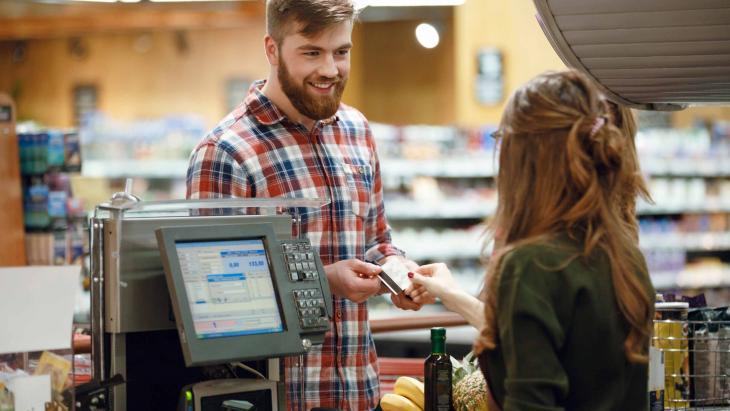 Consument in winkel