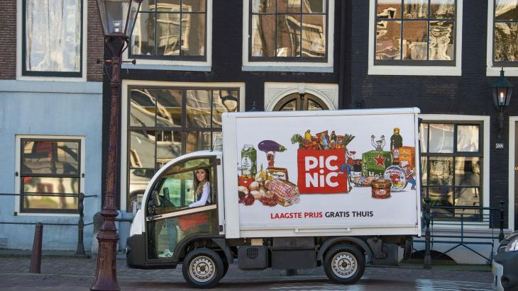 Picnic-bezorgwagentje in Amsterdam