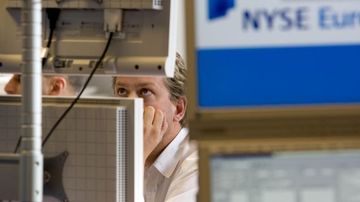 Medewerker van NYSE/EURONEXT ziet in 2008 de koersen kelderen.