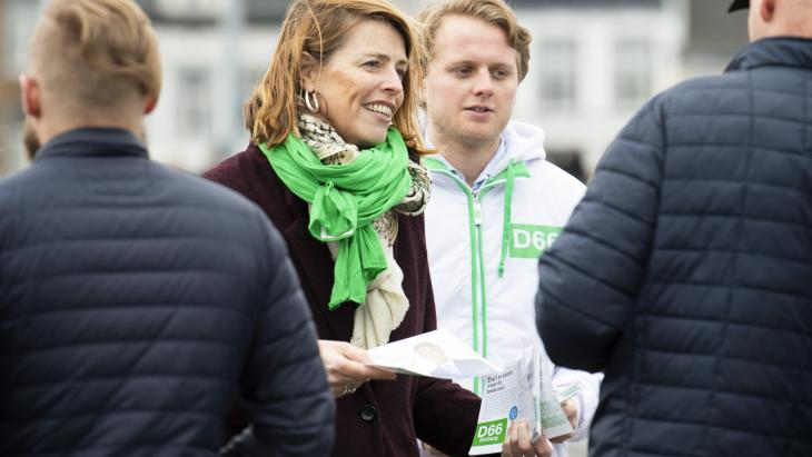 Senator Petra Stienen (D66) op campagne in Maastricht