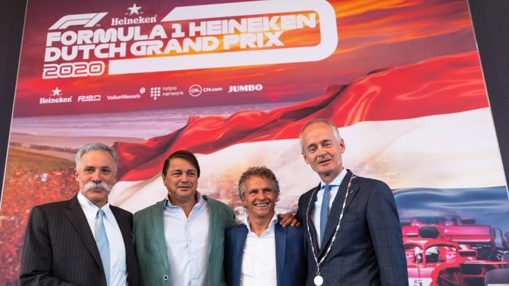 V.l.n.r.: Chase Carey (CEO FOM), Hans Erik Tuijt (Director Heineken Global Sponsorships), Jan Lammers (sportief directeur), Niek Meijer (burgemeester Zandvoort)