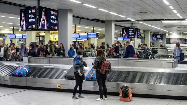 Amber Alert op schermen in Reclaimhal Schiphol