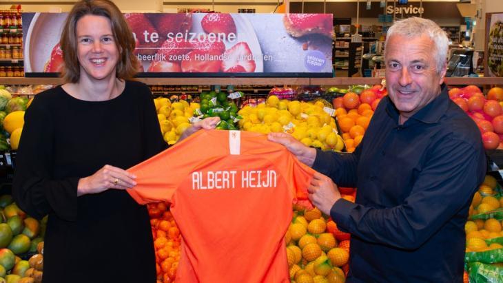 Marit van Egmond, CEO  Albert Heijn, en Jean Paul Decossaux, commercieel directeur KNVB