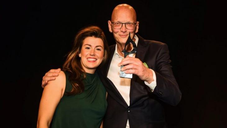Sophia Weavers (l) Ruud Bijl van Bijl PR met de award