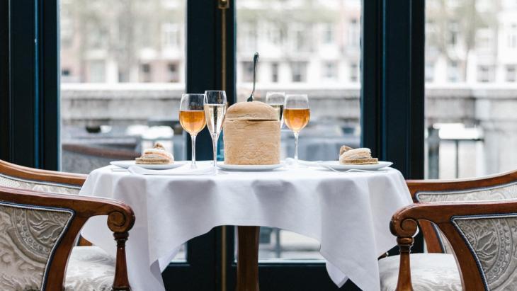 Royal Afternoon Tea in het Amstel Hotel (inclusief een glas Prosecco: 59 euro per persoon)