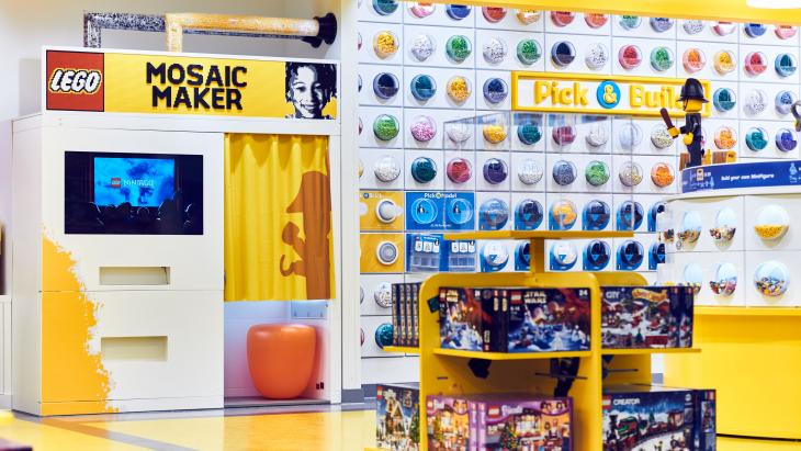 Mosaic maker in de Lego-branstore in Londen
