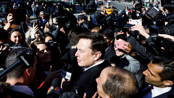 Elon Musk, hier bij de SEC omdat hij koersgevoelige informatie op Twitter zette