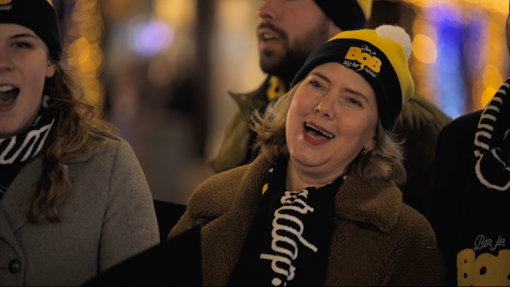 Minister Cora van Nieuwenhuizen zingt de nieuwe Bob-campagne