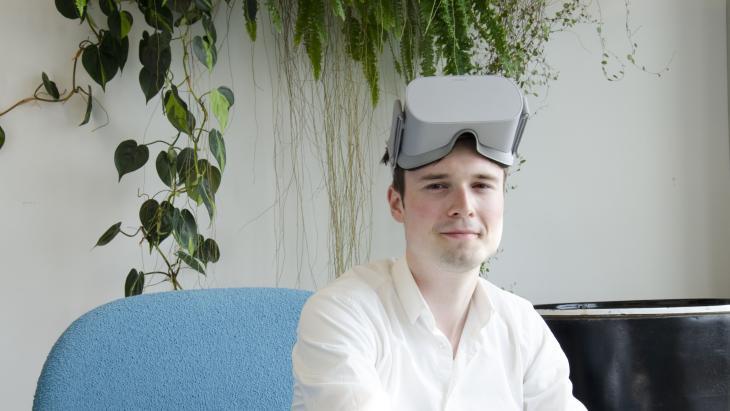Freek Teunen met een VR-bril