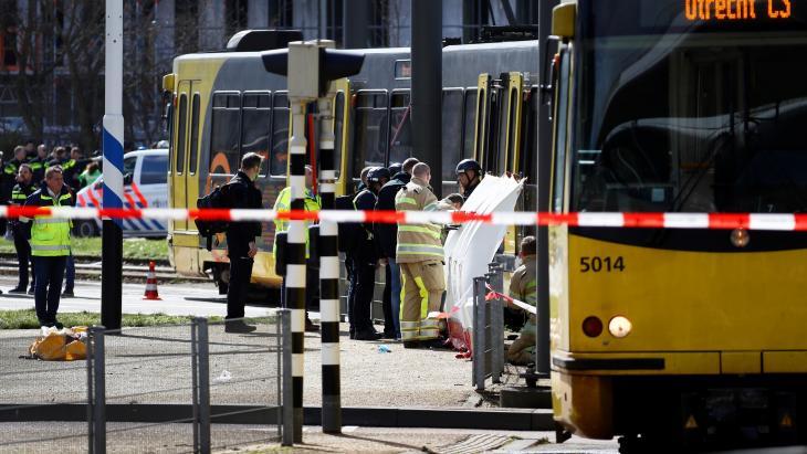 De aanslag in Utrecht, waar veel misging met communicatie.  De Veiligheidsregio Utrecht hoorde bijvoorbeeld over het verhoogde dreigingsniveau via Twitter.