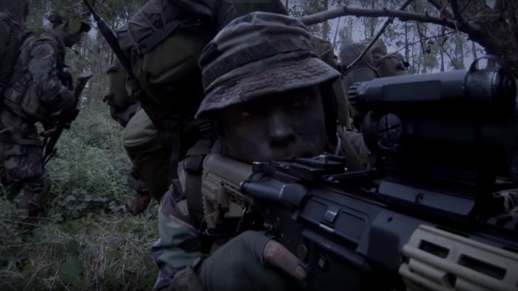 Mariniers in actie in een wervingsvideo van het Korps