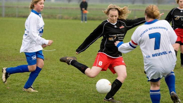 Meisjesvoetbal bij SteDoCo in Hoornaar