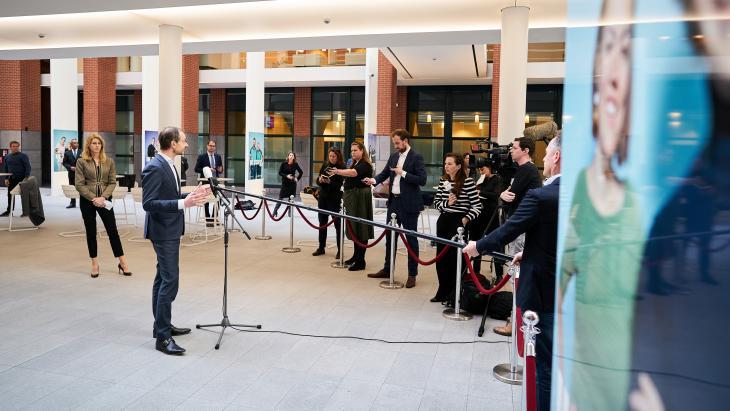 Persconferentie van Eric Wiebes en Mona Keijzer van EZ over economische gevolgen coronacrisis