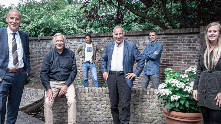 V.l.n.r. Ton Winkelman en Johan Coops (Agency); Erik Graadt van Roggen (Banka Media); Ralph van Hessen (o.a. Big Improvement Day); Ivo Nederpelt en Romy Fortuin (Donkergroen creators)