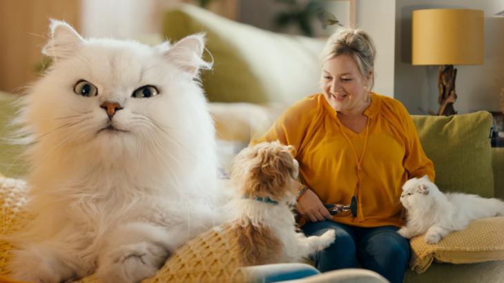 Huisdieren van onhandigOHRA-echtpaar stelen de show in nieuwe commercial