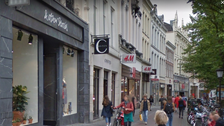 Twee winkels uit de stal van de H&M Group in Utrecht, links & Other Stories