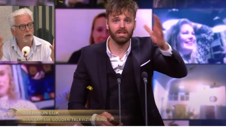 Tim Hofman bij de uitreiking van de Televizierring, met linksboven een boze Jan Slagter