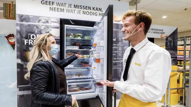 Jumbo en Whirlpool maken probleem van stijgende armoede bespreekbaar en openensolidaire koelkast