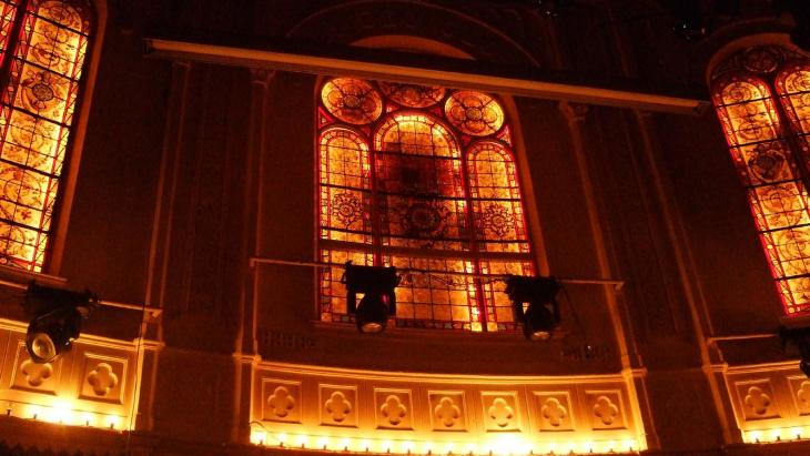 De beroemde glas-in-lood-ramen van Paradiso