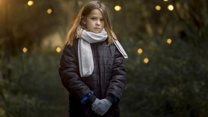 Nieuwe kerstcampagne van Kinderhulp tegen armoede:'Geef ze warmte'