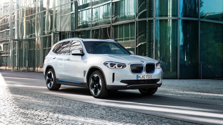 De volledig elektrische BMW iX3.