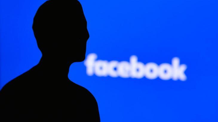 Het silhouet van Mark Zuckerberg