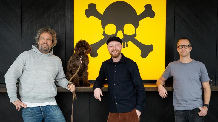 V.L.N.R.: Carsten van Berkel en hond Pipa, Jasper Diks en Stefan Leendertse