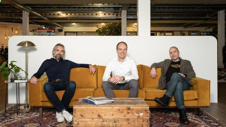 Vlnr de fusiepartners Piet Hein Smit,  Arjan Leest en Bas Oosterwal