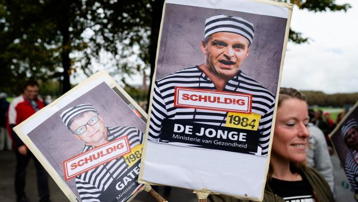 Protest in Den Haag vorig jaar tegen het 'complot' van Bill Gates en Hugo de Jonge