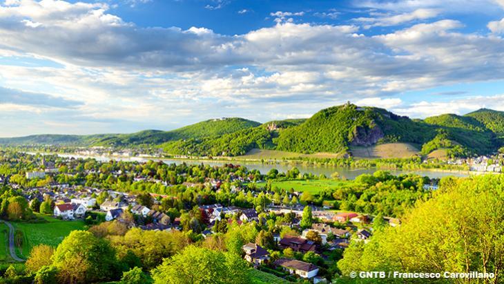 Bonn Rhein mit dem Siebengebirge