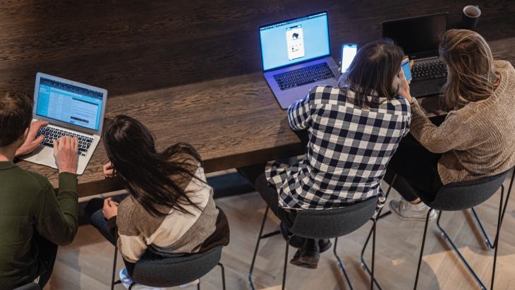 Freelancers aan het werk in Capital C, een hotspot in Amsterdam voor professionals uit de creatieve sector