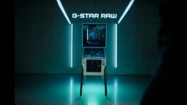 G-Star Raw speelt real life pinball met Borrussia Dortmund-spelers