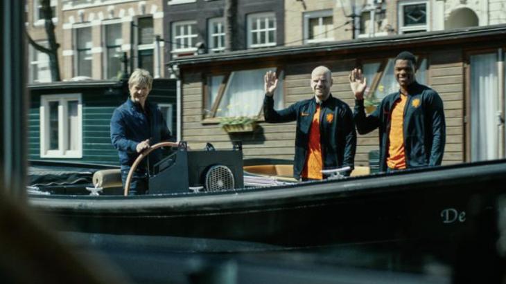 Staatsloterij laat hoogtepunten van '88 herbeleven in humoristische EK-campagne met Van Basten en Kieft