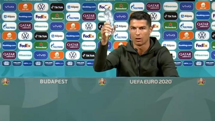 Ronaldo met zijn waterflesje