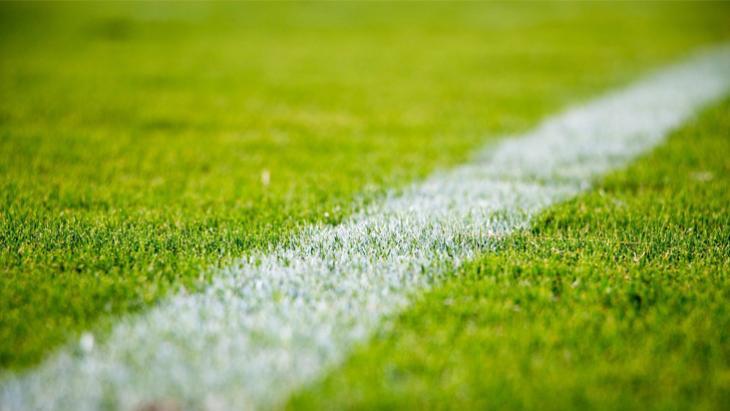 Sporza witte lijn op voetbalveld