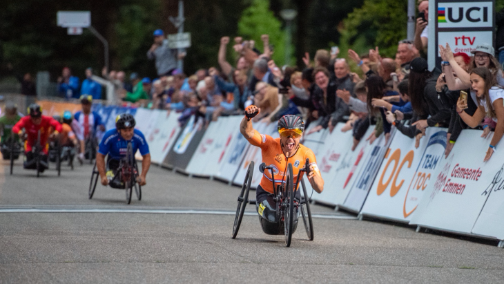 Para-wielrenner tijdens de UCI Para-cycling Road World Championships in 2019