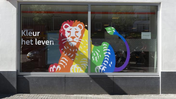 Pride-vlag van 'Regenboogland' op pinpas ING zorgt voor discussie én oplossing